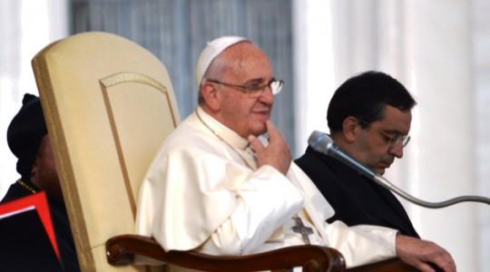Papa Francesco saluta i Silenziosi Operai della Croce