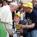 Massimo e Morena con papa Francesco