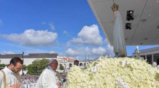Francesco a Fatima si rivolge agli ammalati