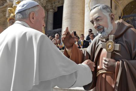 Papa Francesco: non si scartano i più deboli