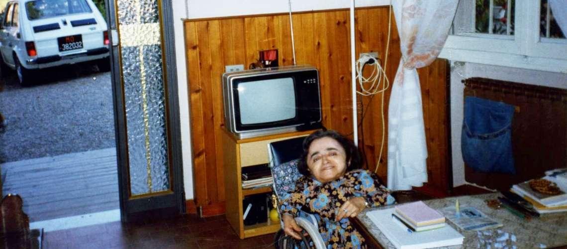 Anna in casa sua nello studiolo dove accoglieva la gente